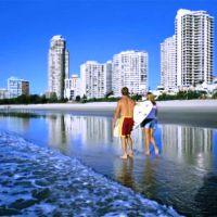 Gold Coast_couple_on_the_beach