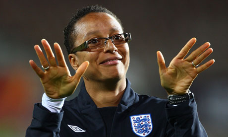 Hope Powell_in_England_kit