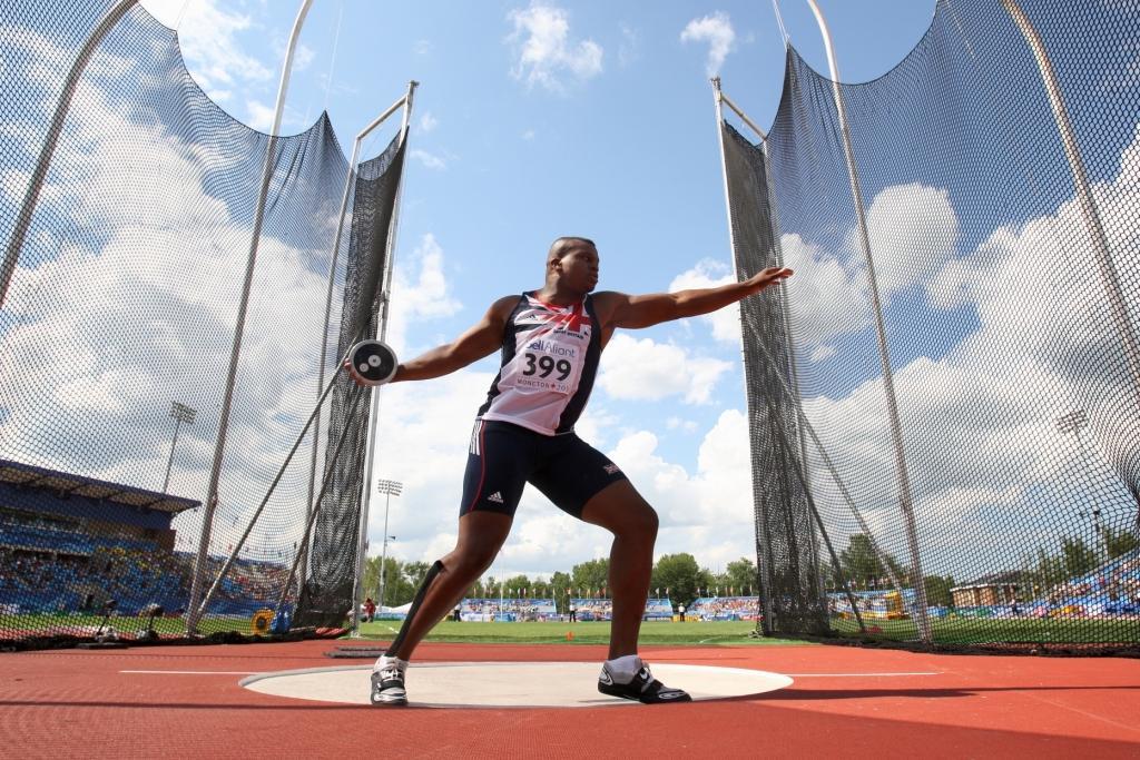 Lawrence Okoye_throwing_discus_24-10-111
