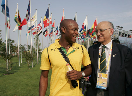 Mike Fennell_with_Asafa_Powell