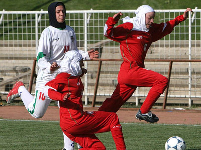 iran womens_football_31-10-11Iranian_womens_national_football_team_plays_in_hijab_but_the_youth_Olympic_team_is_not_allowed