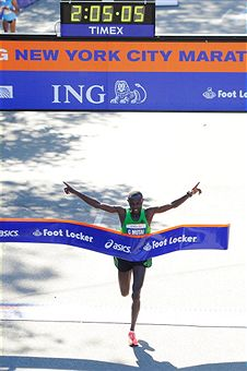 Geoffrey Mutai_wins_New_York_City_Marathon_November_6_2011