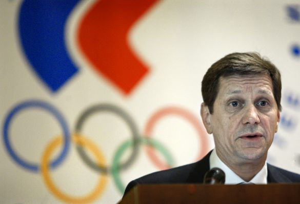 Alexander Zhukov_in_front_of_Russian_Olympic_Committee_logo