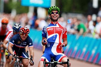 Mark Cavendish_wins_London_2012_test_event_August_14_2011