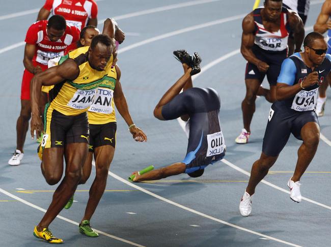 Marlon Devonish_in_4x100m_relay_collision_Daegu_August_2011