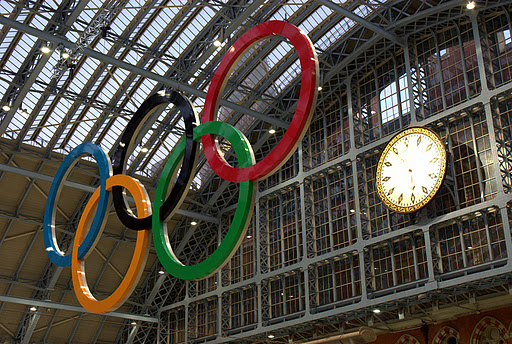 St Pancras_with_Olympic_rings_and_clock