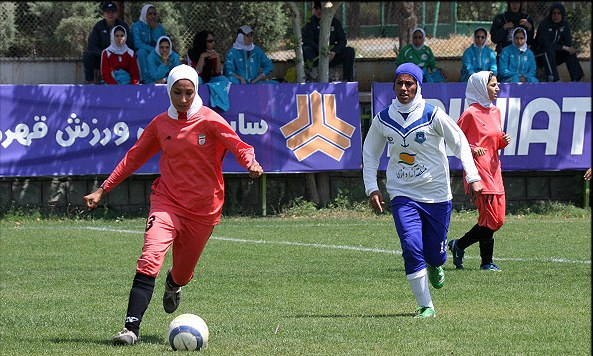 Girls playing_football_in_hijab