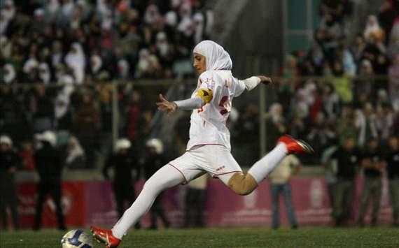 Iran player_in_hijab_taking_goalkick