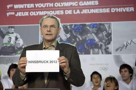 Jacques Rogge_announces_Innsbruck_2012