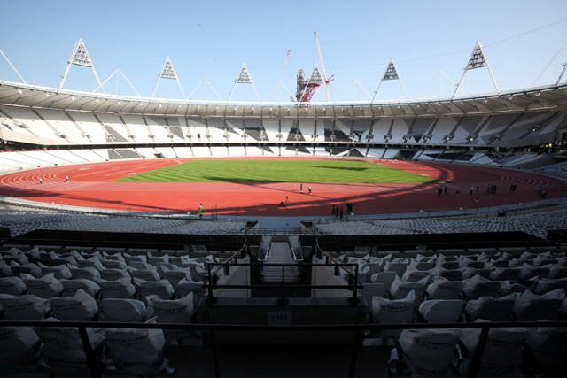 London 2012_Olympic_Stadium_with_track_October_3_2011