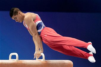 Louis Smith_on_pommel_horse_World_Championships_Tokyo_October_15_2011