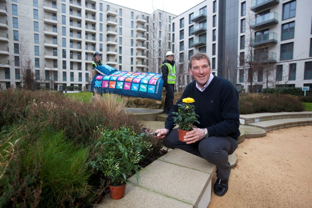 Matthew Pinsent_olympic_village_27-01-121