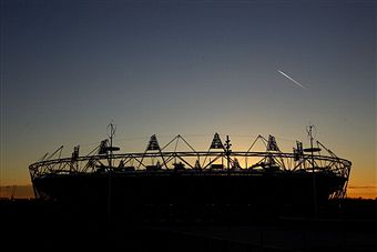 London 2012_Olympic_Stadium_at_night_February_23_2012