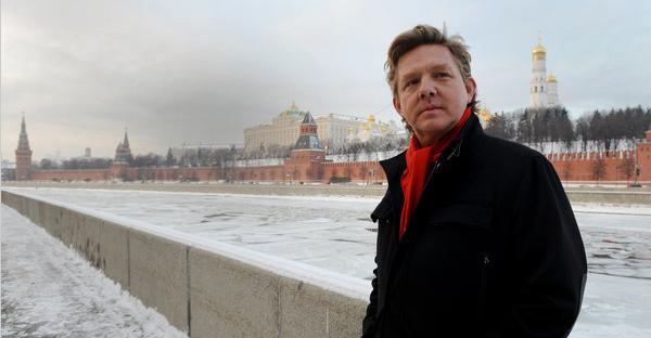 Rupert Wainwright_outside_the_Kremlin
