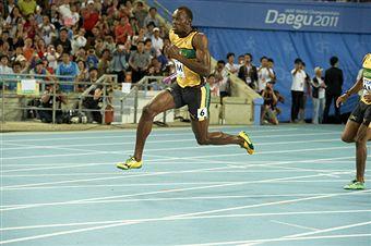 Usain Bolt_on_last_leg_of_4x100m_World_Championships_Daegu_2011