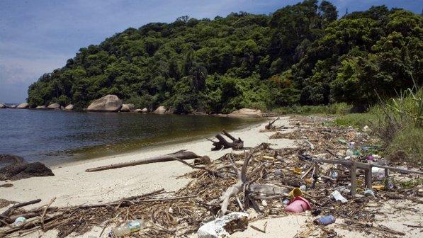 Guanabara Bay_with_rubbish