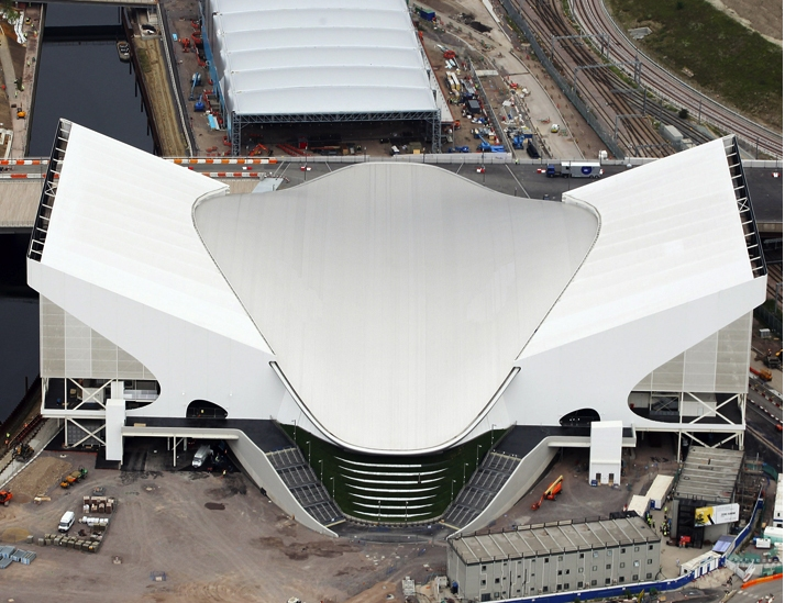 London 2012_Aquatics_centre_with_wings