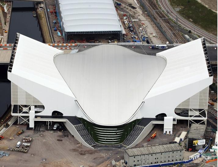 London 2012_Aquatics_centre_with_wings