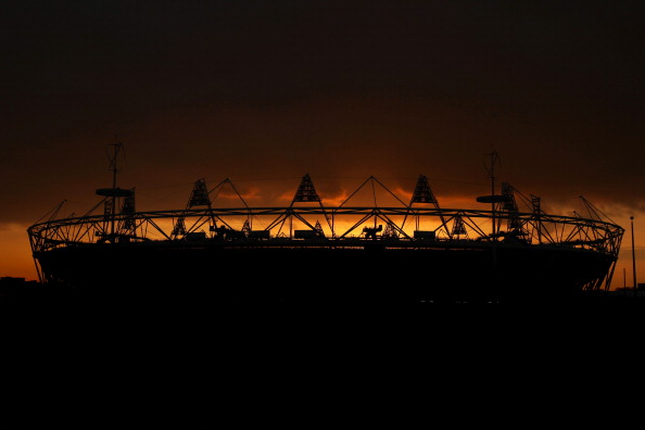 London 2012_Olympic_Stadium_at_twilgiht_March_6_2012