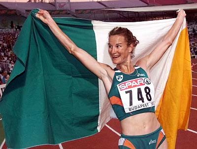 Sonia OSullivan_with_Irish_flag