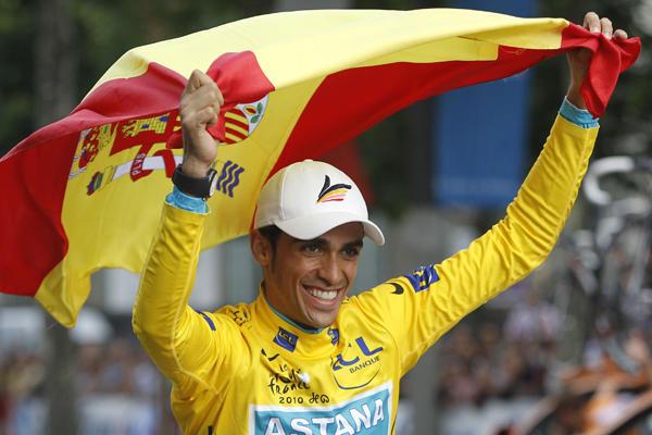 Alberto Contador_waving_Spanish_flag_at_2010_Tour_de_France