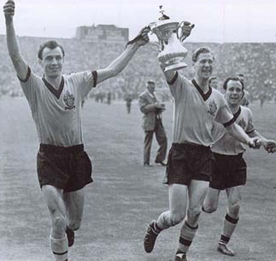 Bill Slater_1960_FA_Cup_April_21