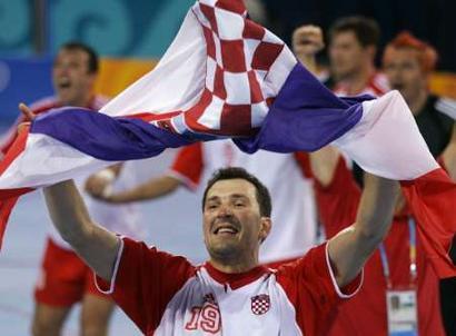 Croatia celebrate_handball_gold_Athens_2004