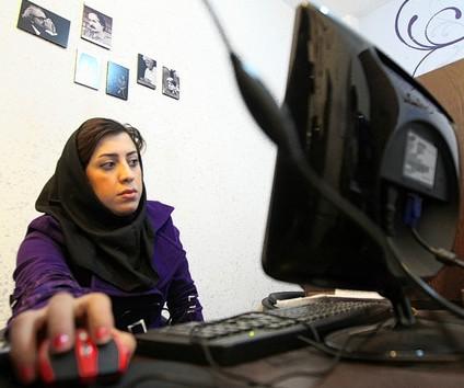 Iranian woman_on_internet