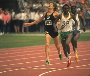 Filbert Bayi_beats_John_Walker_1974_Commonwealth_Games