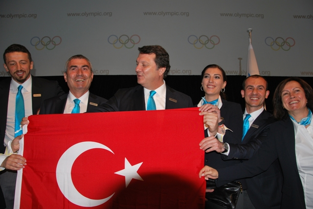 Istanbul 2020_team_celebrate_making_short_list_Quebec_City_May_23_2012