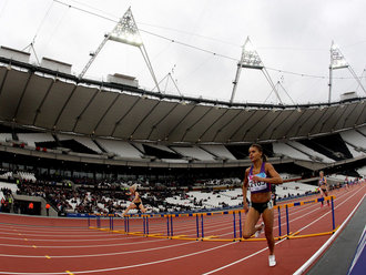 Justine Kinney_wins_first_race_at_London_2012_Olympic_Stadium