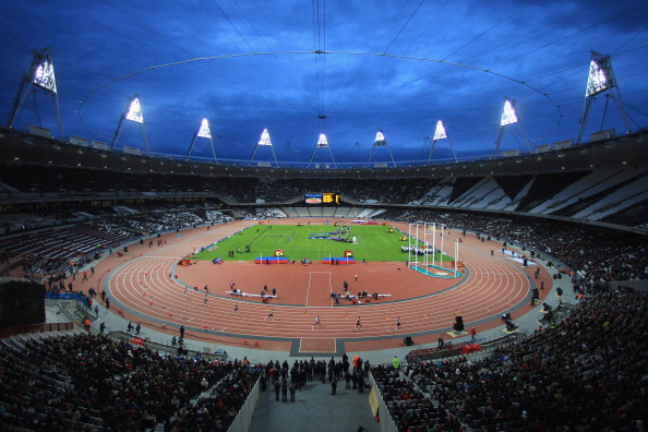 London 2012_Olympic_Stadium_under_floodlights_May_5_2012