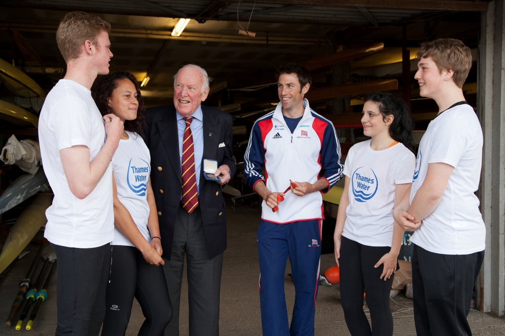 Paul Bircher_and_Mark_Hunter_with_young_rowers_04-05-12