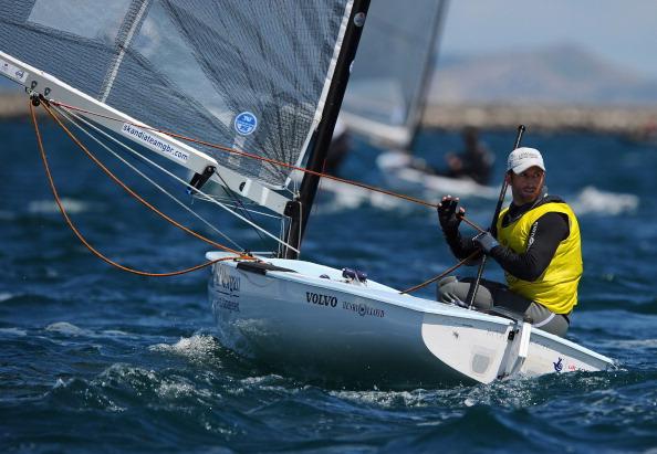Ben Ainslie_of_Great_Britain_in_the_Finn_class_medal_race