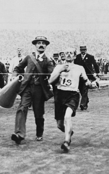 Dorando Pietri_finishing_marathon_June_3