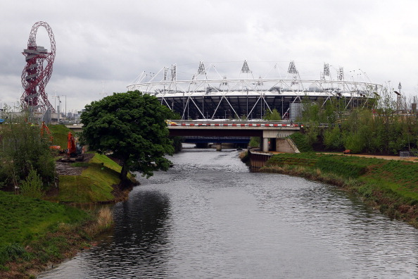 London 2012_Olympic_Stadium_with_view_of_Orbit_and_River_May_2012