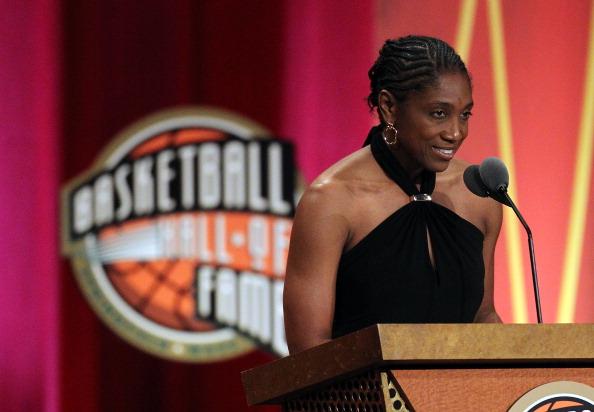 Teresa Edwards_entering_Basketball_Hall_of_Fame