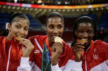 Teresa Edwards_with_Olympic_gold_medal_Sydney_2000