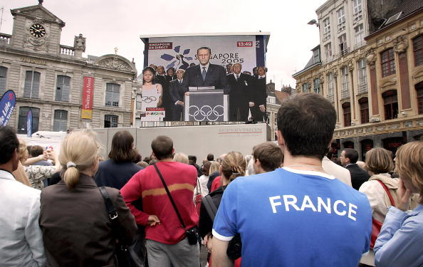 paris watches_the_2012_olympic_host_announcement_29-06-12