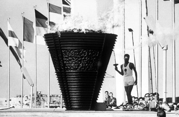 1964 Olympic_Games_Tokyo_Japan_Japanese_student_Yoshinori_Sakai_born_on_the_day_of_the_Hiroshima_bomb_lights_the_Olympic_flame_19-07-12