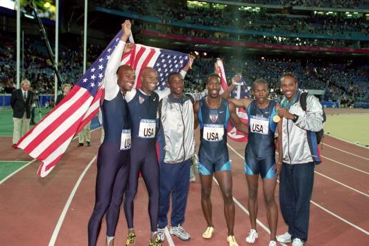 Antonio Pettigrew_and_US_4x400m_team_Sydney_2000
