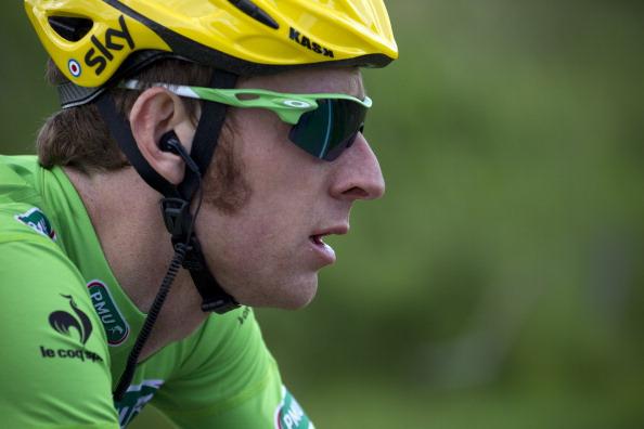 Bradley Wiggins_in_yellow_helmet_and_green_jersey_Tour_de_France_July_1_2012