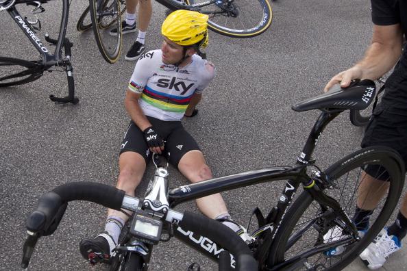 Mark Cavendish_after_crash_stage_4_Tour_de_France_July_4_2012