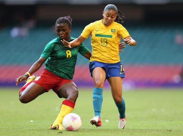 Raissa Feudjio_of_Cameroon_battles_with_Francielle_of_Brazil