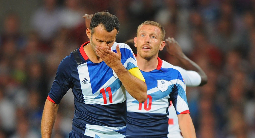 Ryan Giggs_and_Craig_Bellamy_26-07-12