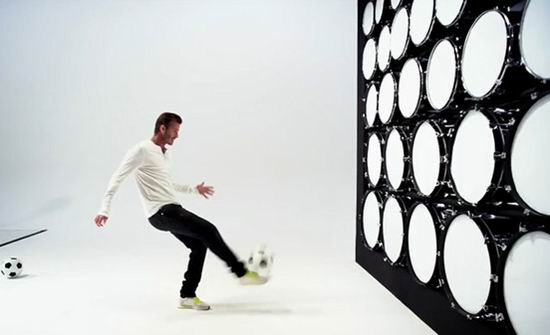 Samsung-Galaxy-Note-new-Ad-David-Beckham-uses-football-to-play-Beethoven-Ode-to-Joy