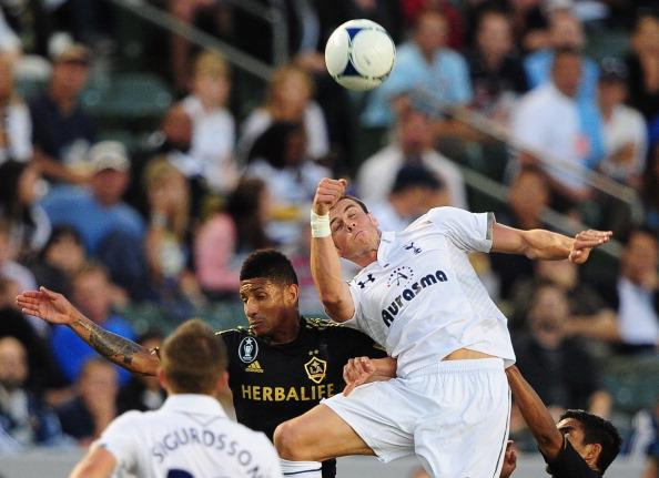 Tottenhams Gareth_Bale_vies_for_the_header_with_LA_Galaxys_Sean_Franklin
