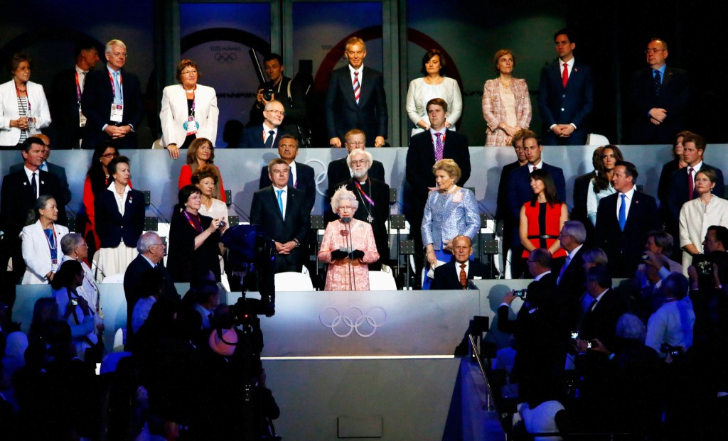 the queen_london_2012_opening_ceremony_28-07-12