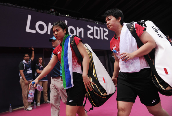 Greysia Polii_L_and_Meiliana_Jauhari_R_of_Indonesia_leave_the_court_after_losing_to_Jung_Eun_Ha_and_Min_Jung_Kim_of_Korea