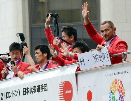 Koji Murofushi_in_Japan_London_2012_victory_parade_August_2012
